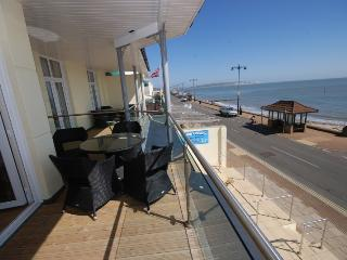 Beach side apartment with balcony & seaviews, Shanklin