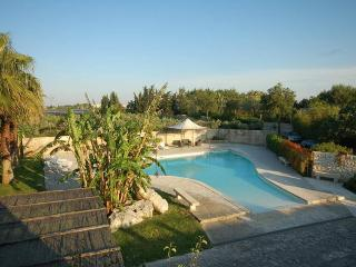 Authentic masseria, family villa in Salento, pool, Martano