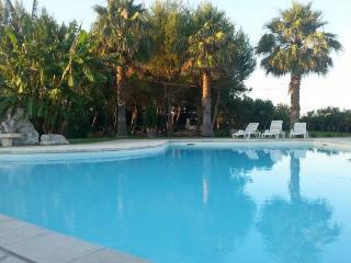 Authentic masseria, family villa in Salento, pool