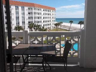 Gulf Front One Bedroom 1 bed/ 1 bth Gulf Front Condo. NO Smoking NO Pets