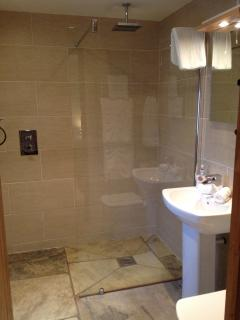 Stunning ensuite wet room to the master bedroom, underfloor heating & rain shower