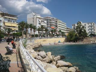 Spacious flat in front of the beach, Loutraki