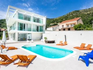 Villa Dupcic - Five-Bedroom Villa with Private Pool and Sea View