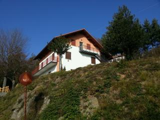' Deep Liguria 01' Apartment for two in rural Italian village centre. nr Genoa