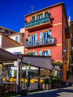 The elegant French townhouse with Casa Carlotta on the second floor