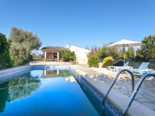 Villa for 7 people in Buger 15 km from the beach