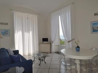 L'Ancora - sea front apartment, Minori