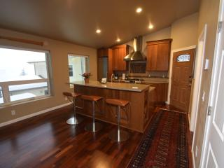 Vista Hermosa Executive Retreat - Includes Car, Juneau