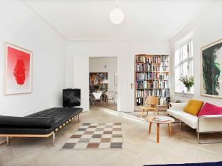 Amazing Apartment - 5 Rooms - 5 Beds - Balcony - Best location in Copenhagen