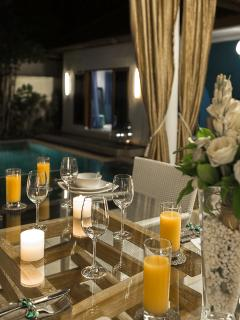 Villa Sea-dining decor