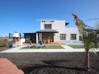 Beautiful 3 bedrooms villa with pool and WIFI, Playa Blanca