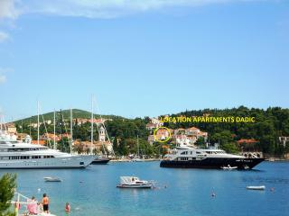 Location in quiet area close to main promenade/harbor