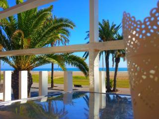BeachFront Apt.4,1st+ balcony+sea view+Barcelona, Castelldefels