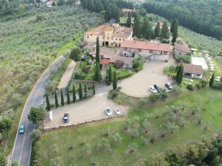 Country house close to Florence, shared pool, sleeps 5