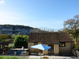 The Haybarn - fabulous views, prvt terrace, pool, wlk to restaurant & bakery,, Peyzac-le-Moustier
