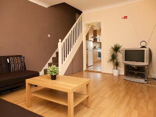 2 Bedroom Apart In Purley, Sleeps 6