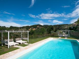 Villa Colle Tuscan Poolside House with Jacuzzi