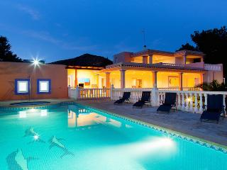 Villa Paco, near Playa d'en Bossa and Ibiza Town! Private Pool, Wifi and Aircon.