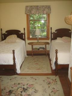 Rose Room: 2 Twin Beds