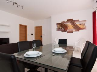 Bugibba Bright and Spacious apartment, Qawra