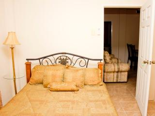 Cheers!! Earthy South Single Bedroom, Caroni