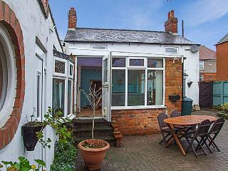 BROOK COTTAGE, hot tub, WiFi, traditional pet-friendly cottage in Ripley, Ref. 917807