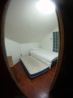Habitación económica con cama nido en segunda planta.