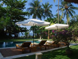 2BR Beachfront Villa / SPA / Wild Beach / Diving, Singaraja