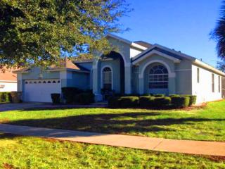 4 BEDROOM, 3 BATH VILLA WITH SOUTH FACING POOL ORANGE TREE -15 MINUTES TO DISNEY