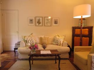 Lounge/dining room with full suite DSTV and wfi