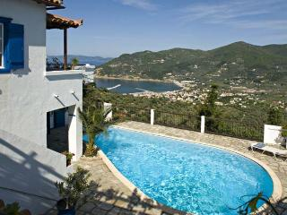Villa with Breathtaking Views on the Greece Hillside - Villa Adonis