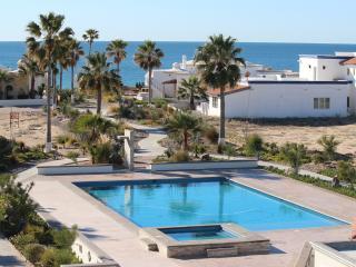 New SandyBeach - 3 bdr Beachhouse on pool/Jacuzzi!