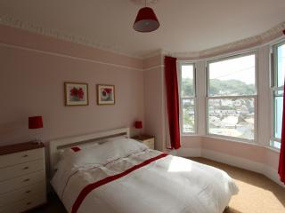 Ground floor front bedroom, kingsize bed with harbour views