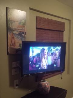 32' HDMI, flat screen TV