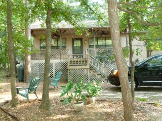 Cabin Rental In East Texas Piney Woods-Holly Lake, Hawkins
