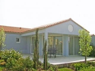 Villa Acacia 5P shared pool, Les Sables d'Olonne