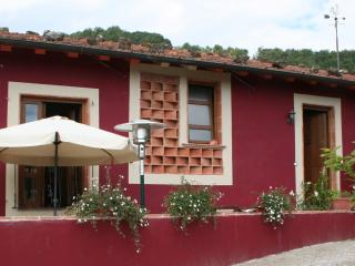 Luxury Rental, Pool, BBQ, Village location, Bagni di Lucca