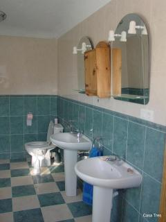Master ensuite - bath & shower cubicle