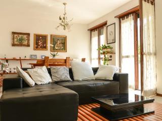 bellissimo appartamento con 3 camere e giardino