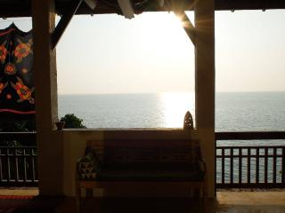 4 TURTLES HOUSE- Sea View for 6, Ko Lanta