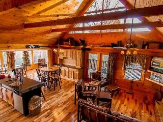 LUXURY 3 LEVEL CABIN w/PANORAMIC MOUNTAIN VIEWS!