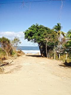 and here's the pathway to Litibu beach~A stones throw away from the lower garden gate!