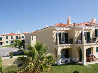 Vista do Mar Apartment. Senhora da Rocha near Porches.With Sea and pool views.