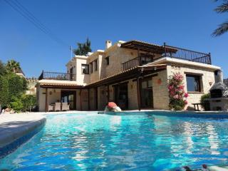 Luxury, 3-Bed Villa,  sleeps 6, Peyia, Coral Bay, Stunning Infinity Pool