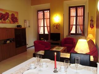 NICE FLAT CLOSE TO MAIN SQUARE,  LAKE, TOWNHALL, Orta San Giulio