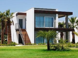 254-GARDEN FLOOR 2 BEDROOMED LUXURY BEACH HOUSE, Ortakent