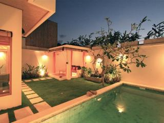 Privat garden and pool not shared