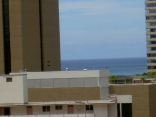 SPACIOUS FURNISHED CONDO WITH VIEWS+AMENITIES, Honolulu