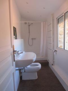 Our twin room ensuite bathroom