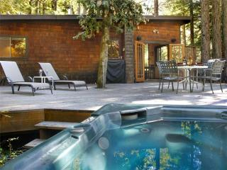 PEPPERWOOD: Hot Tub | Woodstove | Fenced Yard